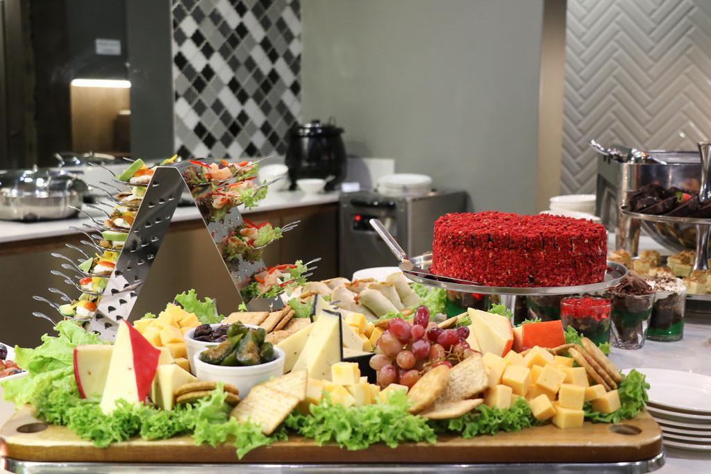 Dinner Buffet | Mayfair Hotel